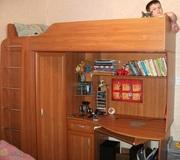 Кровать детская,  под ней стол и шкаф